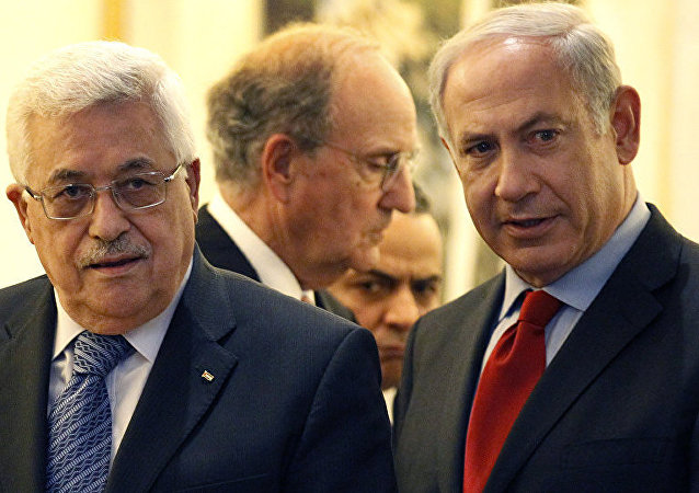 巴勒斯坦總統阿巴斯(左)和以色列總理內塔尼亞胡