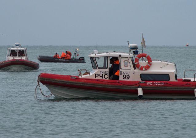 """消息人士:打捞出黑海失事图-154飞机首个""""黑匣子"""""""
