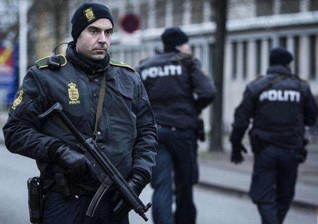 丹麦警方在反恐行动中拘留约20人