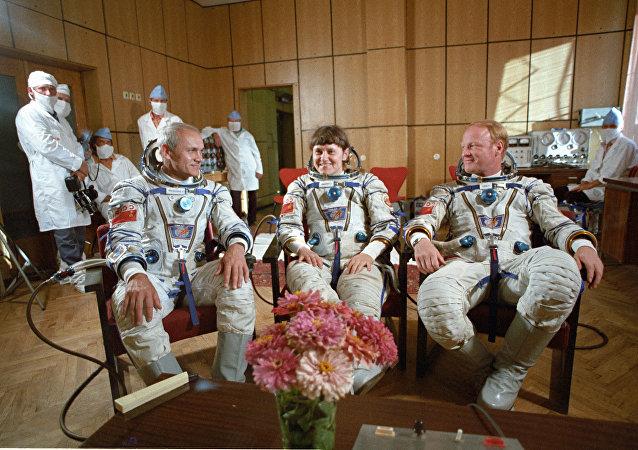 宇航員   伊格爾·沃爾克  斯維特蘭娜·薩維茨卡婭  弗拉迪米爾·扎尼別科夫