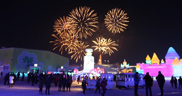 哈爾濱冰雪節開幕:煙花和冰宮