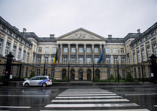 比利時政府團結因聯合國移民契約面臨威脅