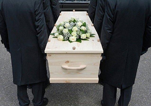 韩国女子迷信睡棺可除厄运 窒息而亡
