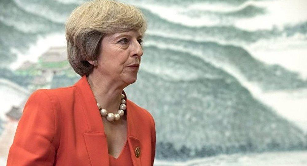 英国首相正与内阁成员举行会议并将发表讲话