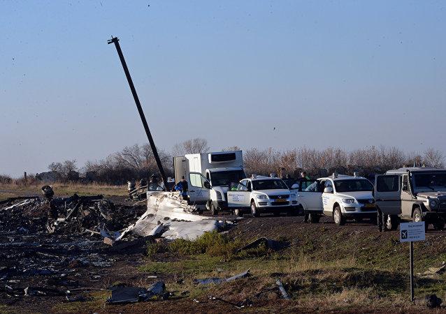 MH-17航班被導彈擊落 尚不清楚何人所為