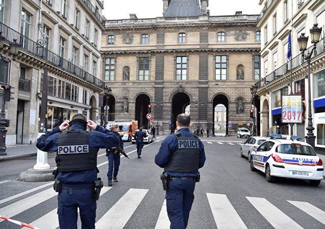 约200人走上法国雷恩市街头抗议警察暴力