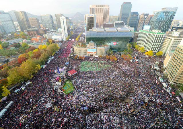 首爾130萬人參加支持樸槿惠遊行