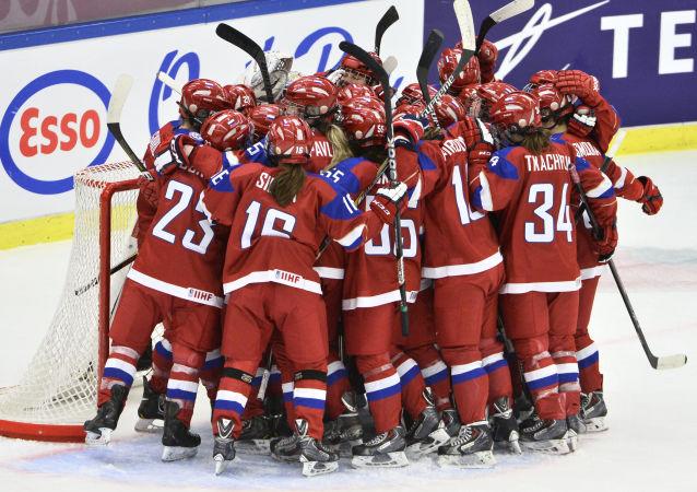 俄罗斯女子冰球手击败中国女子冰球手并进入世界大学生运动会决赛