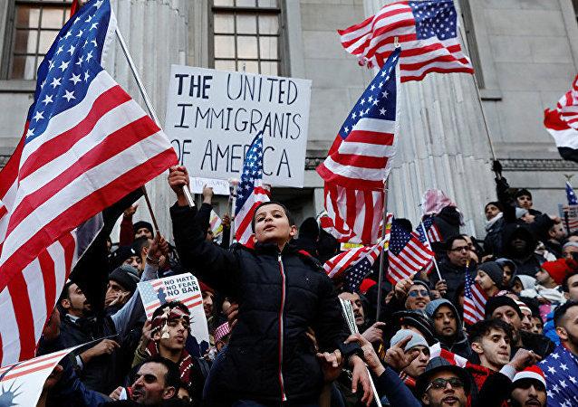 为解决移民问题美国意欲开始拆散非法入境家庭
