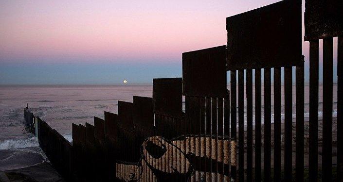 """报告:美墨边境""""特朗普墙""""将耗资216亿美元"""