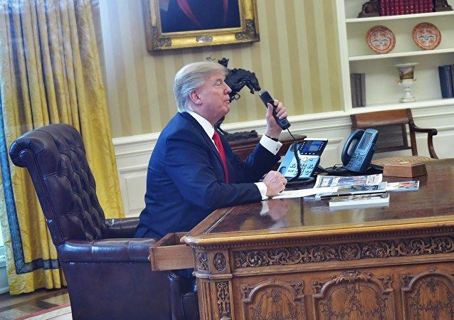 特朗普签署命令启动废除奥巴马医改计划