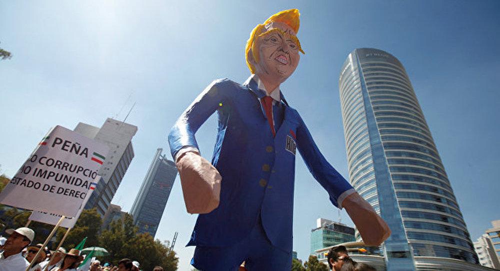 墨西哥城数千人参与反对特朗普政策的抗议活动