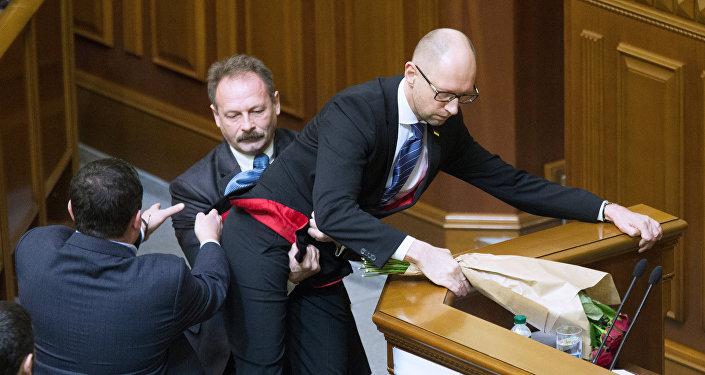 乌议员揭示最高拉达发生斗殴的原因