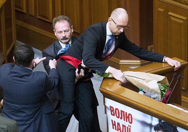 烏克蘭前總統:最高拉達必須經歷衝突與爭鬥的過程