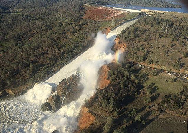 媒体:肯尼亚大坝决口致至少8死10失踪