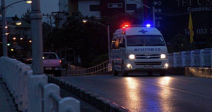 泰国一双层客车发生交通事故造成19人死亡