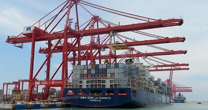 普京:俄中贸易额将达到1000亿美元