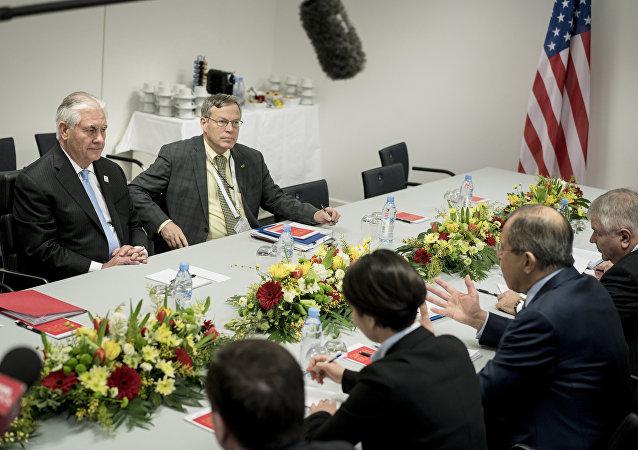 消息人士:拉夫罗夫与蒂勒森以工作午餐形式继续会谈