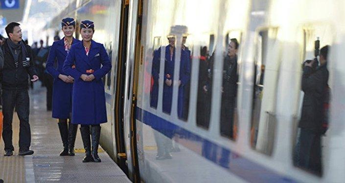 在中國出現第一個火車站使用的巡邏機器人