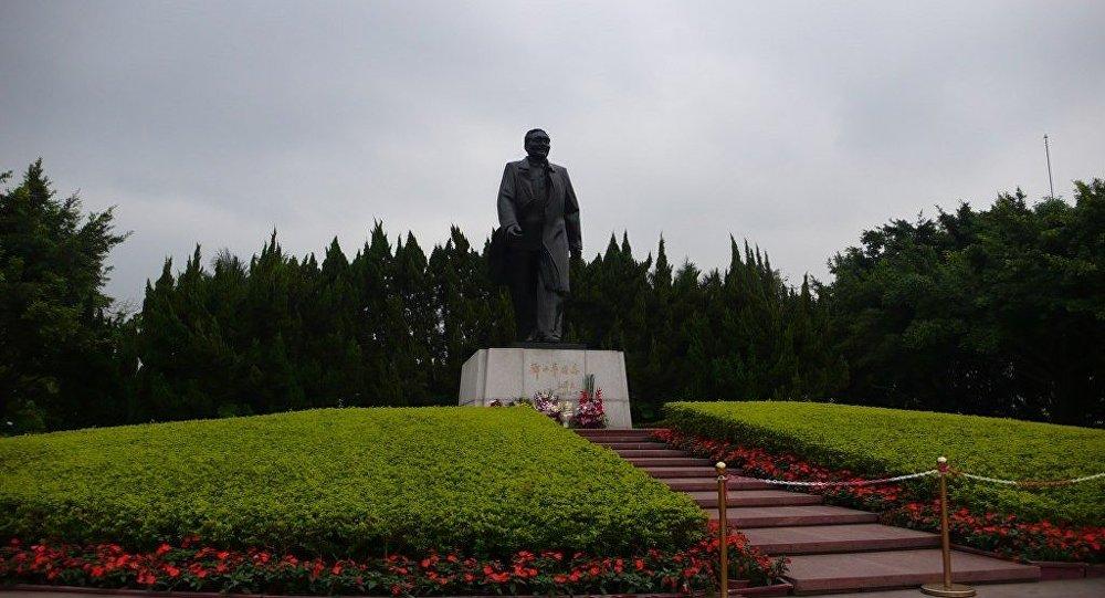 鄧小平塑像