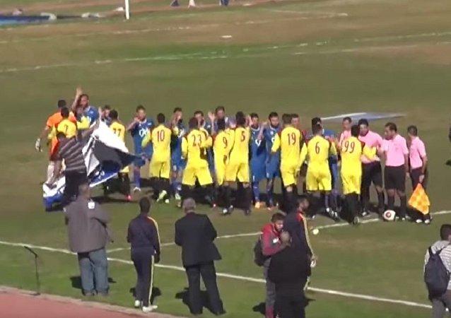 拉塔基亞舉行足球賽,觀眾坐滿看台