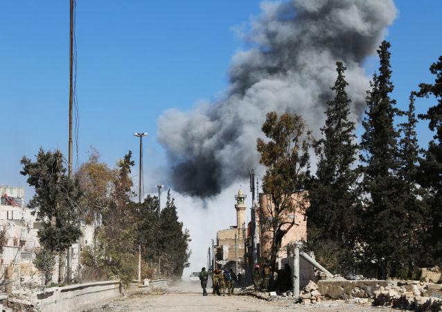 數百名難民或成為空襲拉卡附近原學校大樓的受害者