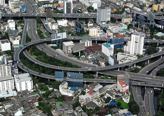 泰国政府向穷人发放15美元新年福利