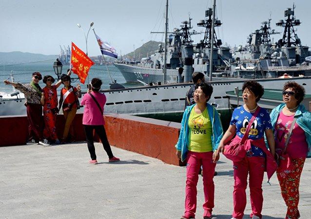 Chinese tourist on the Korabelnaya Embankment in Vladivostok