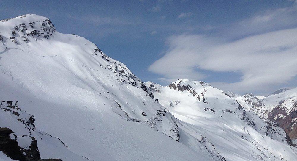 Линия отрыва (схода) лавины на Чегете