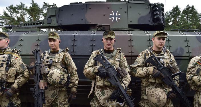 德国外长对于默克尔拟扩大军费开支表示担忧