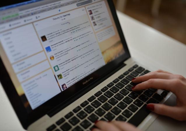 俄总统新闻秘书:政府应多使用社交网络