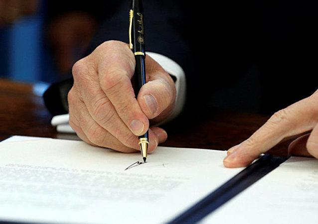 特朗普批准臨時預算法