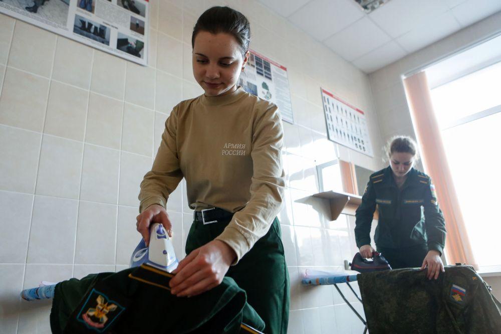 莫扎伊斯基軍事航天學院女學員的日常