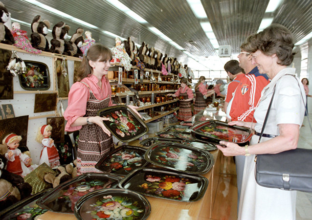 调查:俄罗斯女性比男性更经常购买礼物