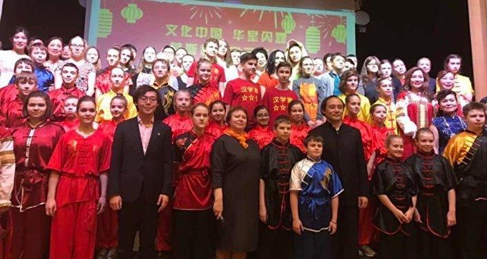 中俄演员为两国人民情谊联袂奉献精彩演出获如潮好评