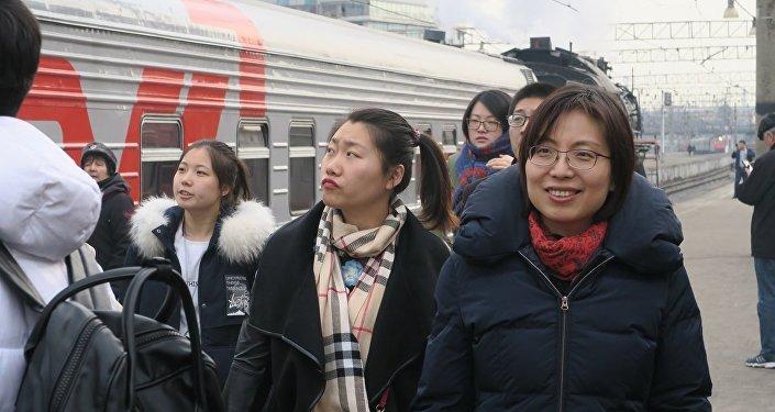 俄铁列车2017年1-8月期间向中国运送的乘客人数增加31%