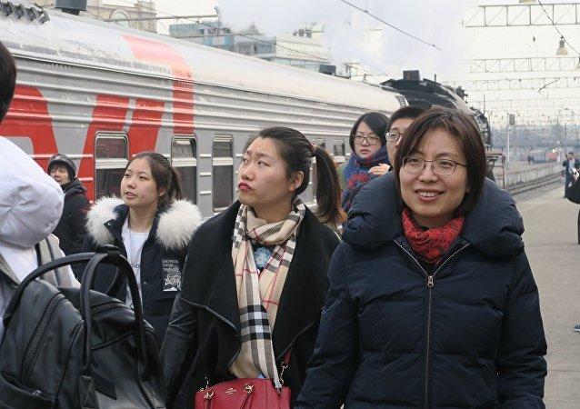 俄鐵列車2017年1-8月期間向中國運送的乘客人數增加31%