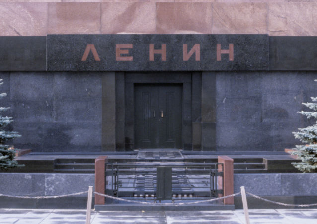 俄议员提议以精致逼真蜡像来代替红场陵墓中的列宁遗体