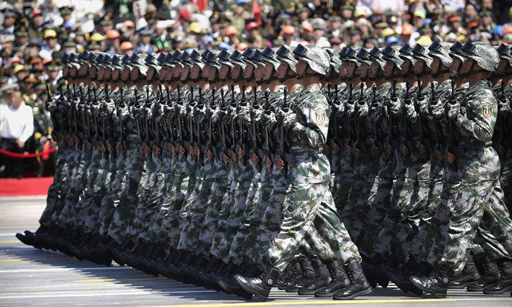 中国正遭遇各种挑战,中国政府试图利用历史上的英雄页章来为社会做准备。