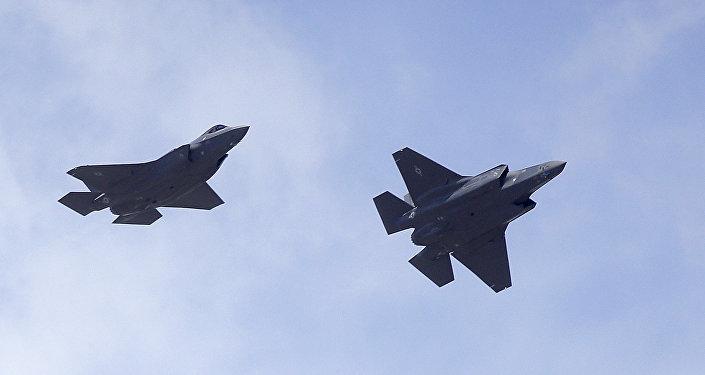 """F-22和F-35战机进行""""空战""""的视频被发布在网上"""