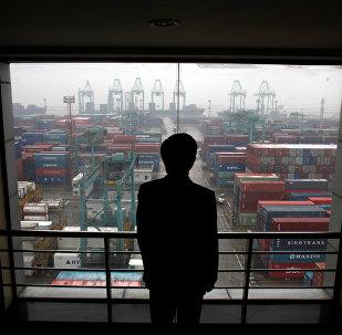 """中国用""""钨棒""""敲打美国经济"""