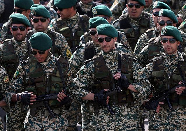伊朗军队在伊斯法罕省进行军演