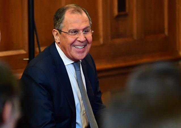 拉夫罗夫:希望俄罗斯人民用笑容来迎接新的2018年