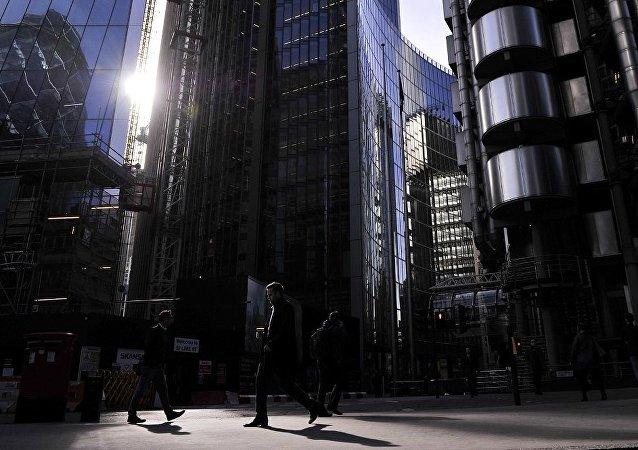 媒体:英国多家银行被疑助俄罗斯洗钱