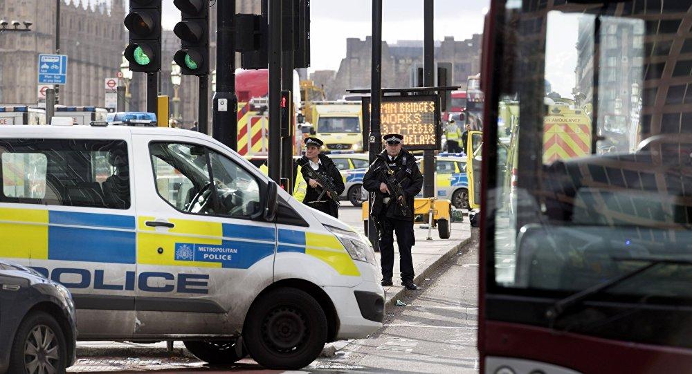 伦敦警方:火车站自称携带炸弹的男子已被扣留