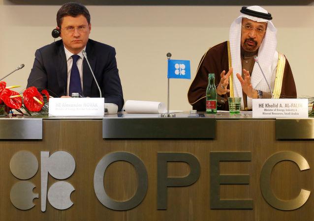 俄能源部长:欧佩克与非欧佩克产油国8月份超额完成协议129%