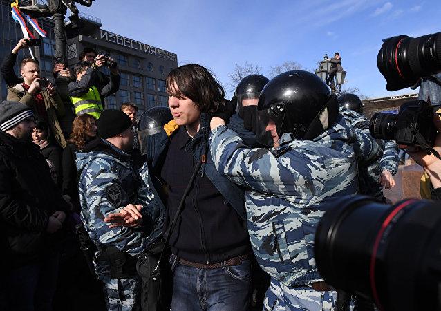 內務部:莫斯科舉行經批准的遊行 約500人被拘留