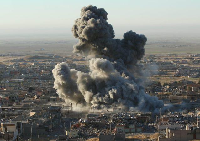 伊拉克空軍空襲敘境內「伊斯蘭國」司令部陣地