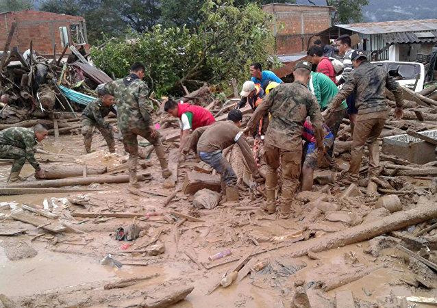 哥伦比亚总统:该国泥石流致死亡人数超过250人