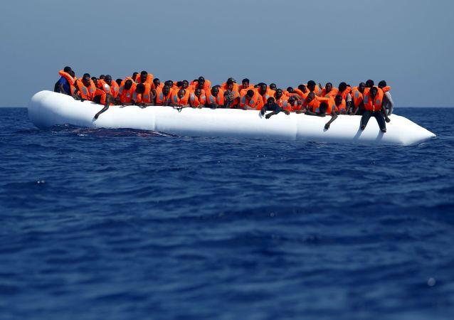一艘瑞典船隻在地中海上救起650名難民